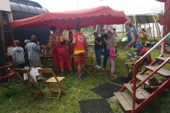 Das-weisse-Zelt-auf-dem-Dornroeschen-Hof2
